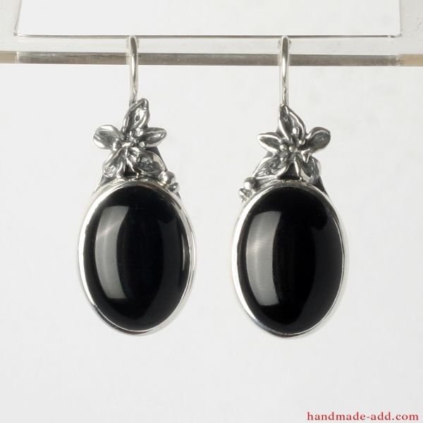 Dangling Earrings. Sterling Silver Earrings with  Black Onyx and Floral Style