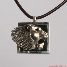 Hammered sterling silver zodiac sign leo
