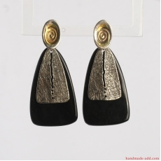 Textured dangle earrings.