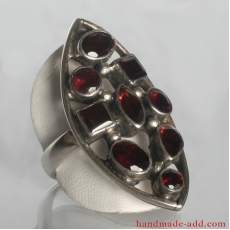 Sterling Silver Ring with genuine Garnet.