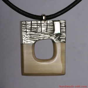 Handmade necklace with mother-of-pearl and horn