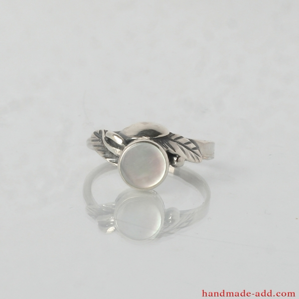 Sterling Silver Ring with Natural White Mother-of-pearl.