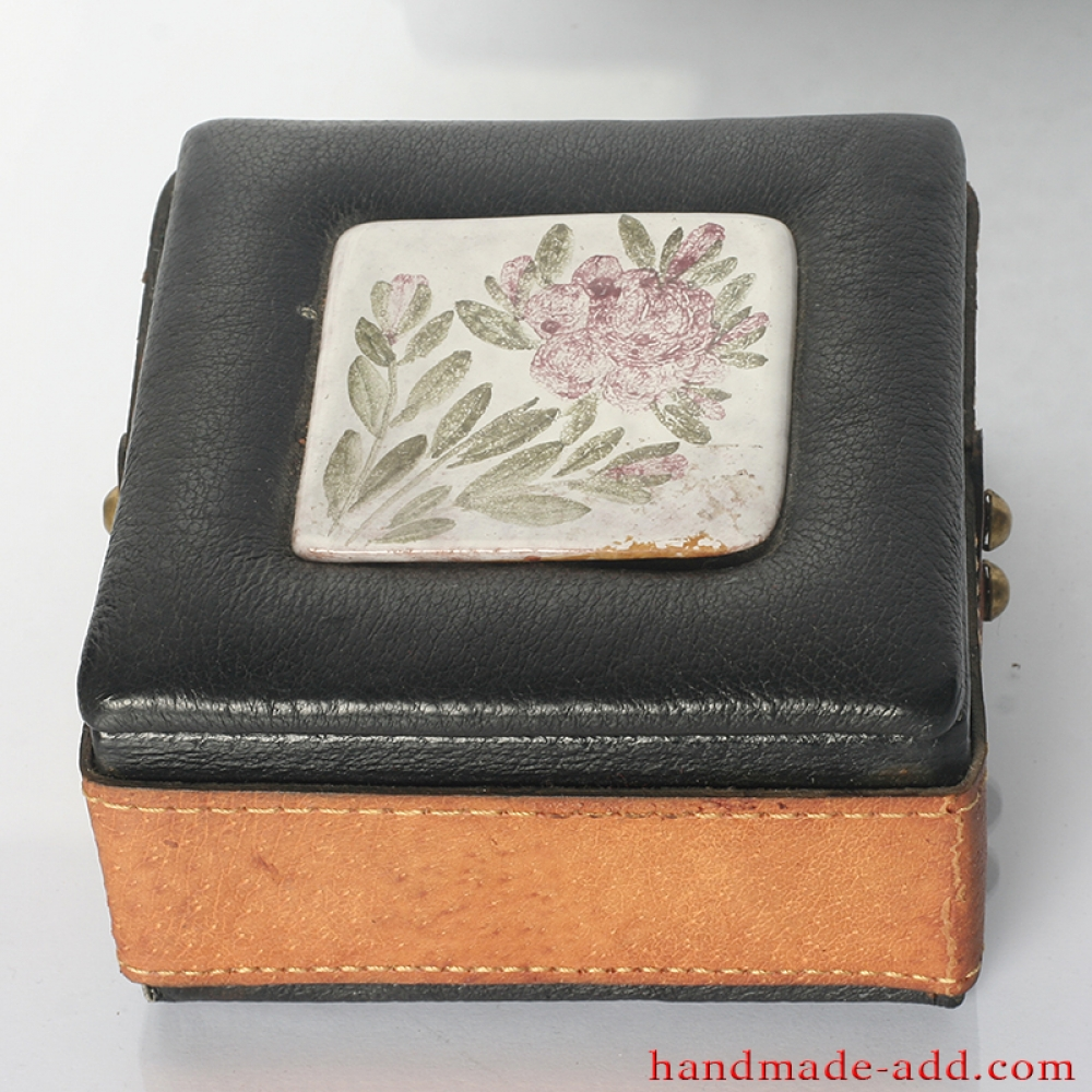 Gift box vintage leather gift box unusual gifts for for Quirky retro gifts